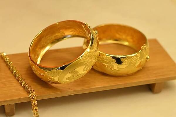 ทองรูปพรรณเป็นทองคำที่ถูกนำมาขึ้นรูปเป็นลักษณะต่าง ๆ