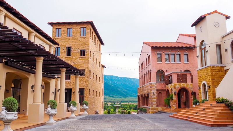 ที่พักเขาใหญ่ ทาวสแควร์ สวีท บาย ทอสกานา วัลเล่(Town Square Suite by Toscana Valley)