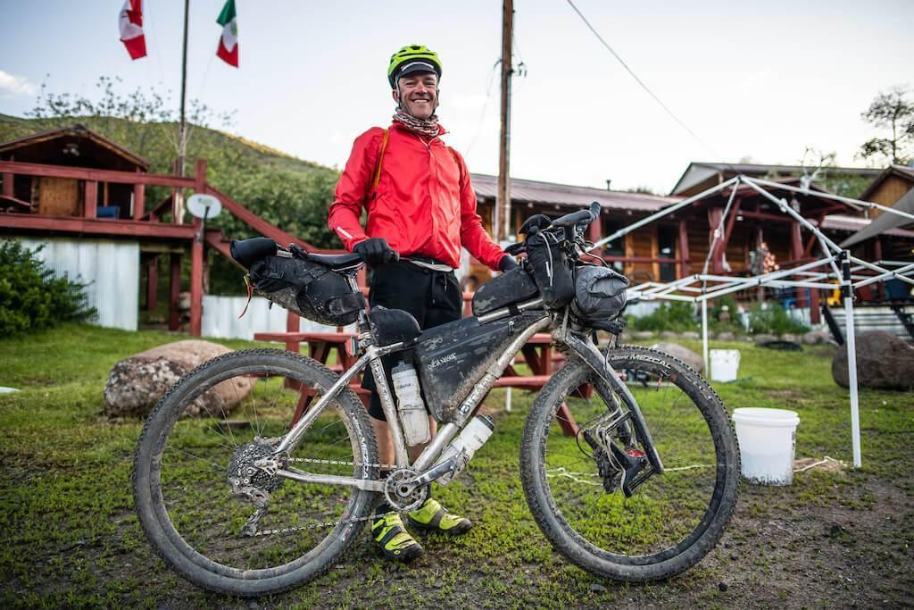 Tour Divideเป็นงานแข่งปั่นจักรยาน Off-road ซึ่งมีเส้นทางในเทือกเขาร็อกกี้จากประเทศแคนาดาลากยาวมาจนถึงเขตชายแดนของประเทศเม็กซิโก